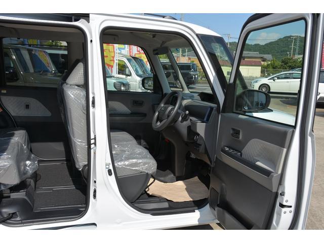 タントX 運転席