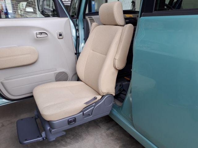助手席のシートが動く軽自動車の福祉車両
